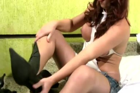 Redhead T-beauty Lets Her Bigtits Pop Out