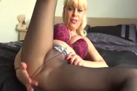 Joanna Jet Cums under Her Tights