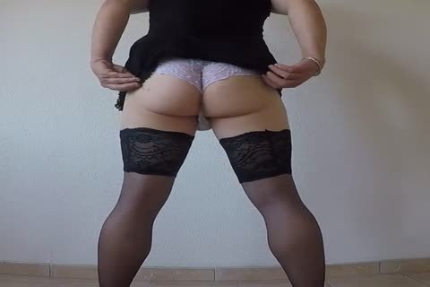 Streap Tease In Front Of My web camera Dressed As Travestie