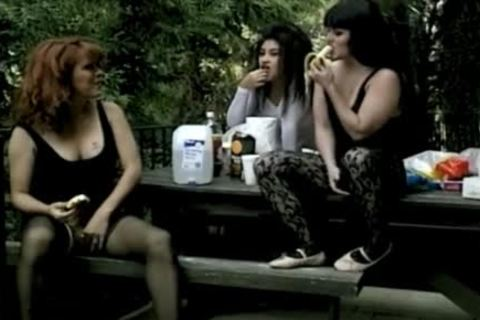 Lony Brown lesbo three-some