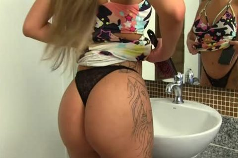 marvelous shemale Julia Steinkopf Washes Her upright 10-Pounder At The Sink