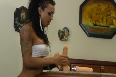 Tattooed ladyman Isa Potter Jams A enormous fake penis Up Her Rectum