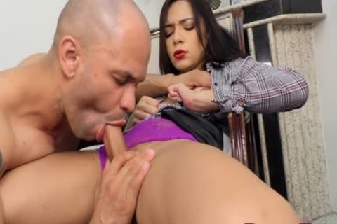 young tranny Hanna Rios Persuades A lad To suck Her 10-Pounder And bang Her booty