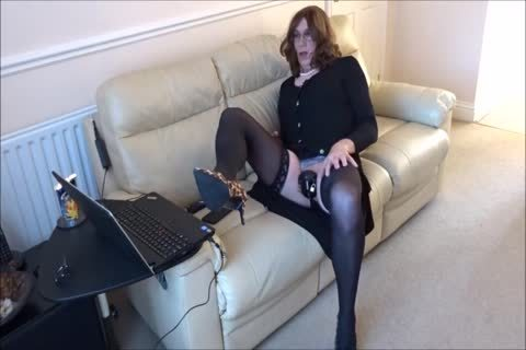 Alison - Caged And lewd As she Live Streams