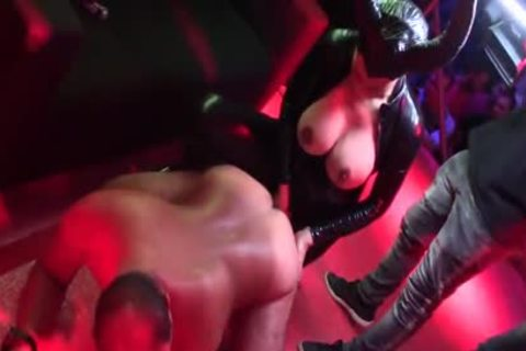 Lludy In Live Sex Show