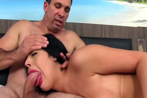 Trans babe Mariana Lins Pleasures A guy With Her yummy throat And ass opening