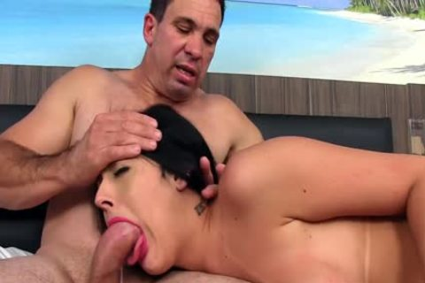 Trans playgirl Mariana Lins acquires Stretched