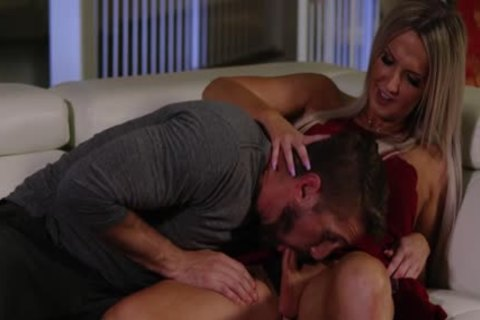 pretty blonde Ts Kayleigh Coxx Trades oral With Wesley