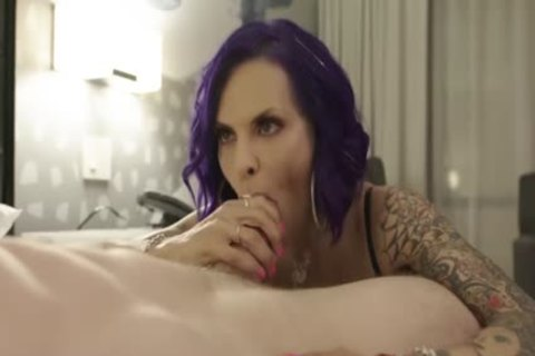 thick tranny TS Foxxy Delivers Expert Deepthroat oral