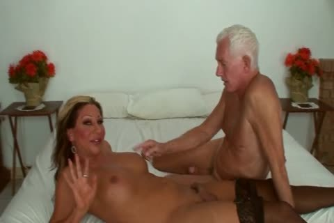 Ariel Everitts - sleazy Clits - delicious Sex With A t-girl
