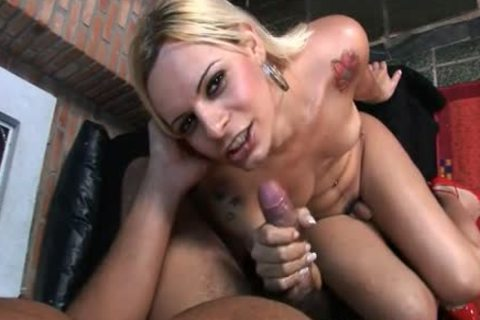 shemale Thais Rick oral-sex