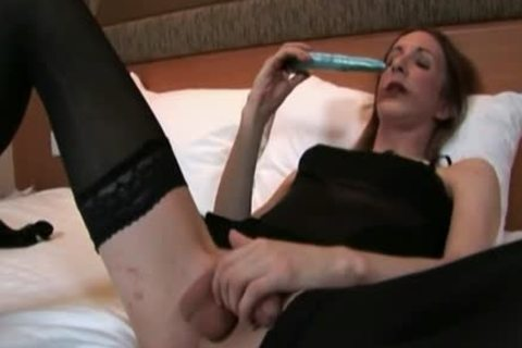 lady-man Roses Jerking